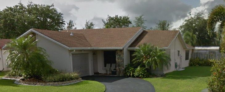 בתים במיאמי: וילה יוקרתית בסנרייז בשורט סייל